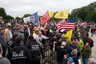 Veterans Storm Lincoln Memorial