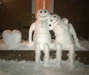 Valentine Snow Couple