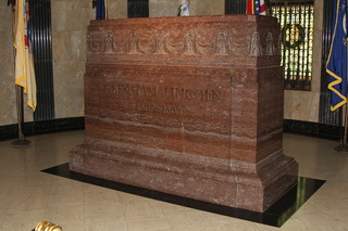 Road trip to Lincoln's tomb in Springfield, IL, with stops along the way