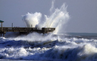 Hurricane Sandy's waves hit Florida